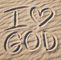 artikel-yoga-gib-gott-den-ersten-platz-i-love-god-im-sand